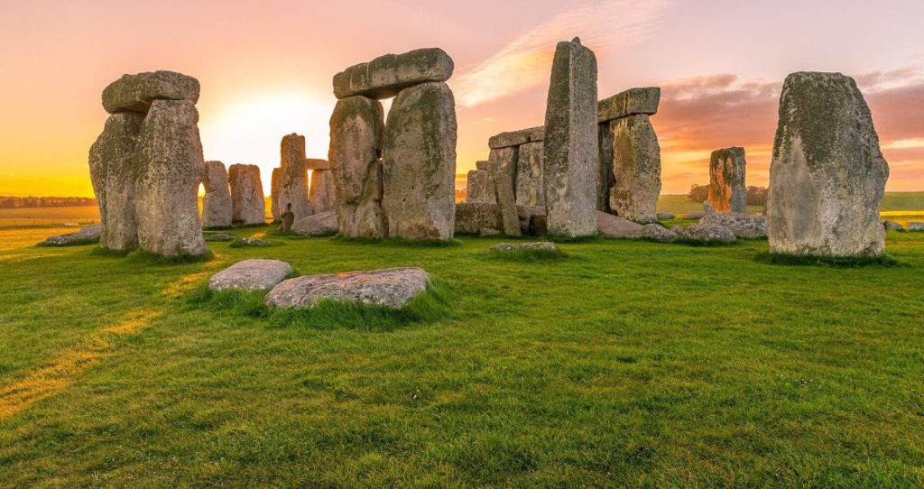 Best Locations to Explore in England for You Who Like Poker Online